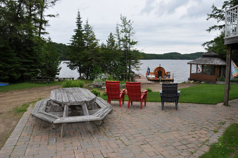 Haliburton Cottage - Allen Lake - Harrisons Haven -Patio and view to Lake
