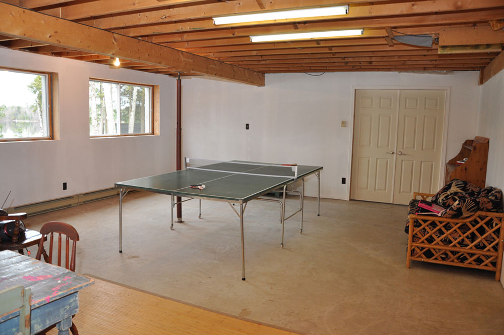 19-Ping Pong in Play room