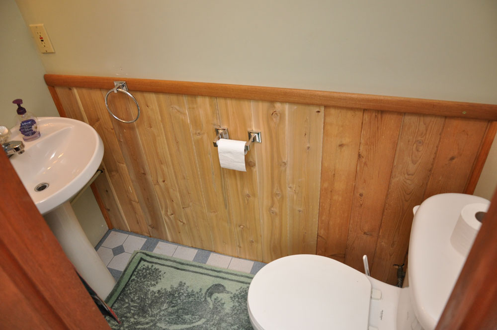 Haliburton Cottage - Allen Lake - Grandview - 2pc-washroom on upper level