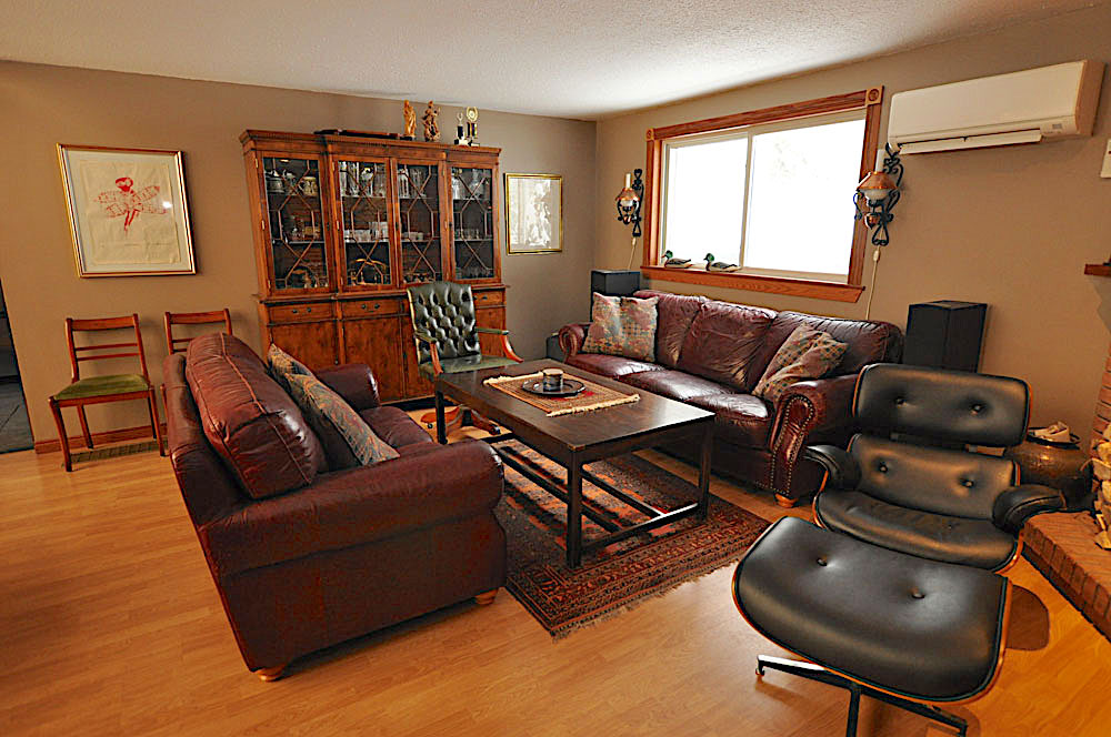 Haliburton Cottage - Allen Lake - Grand View - Living-Room-view-2