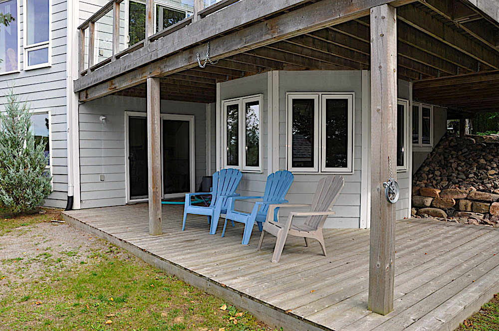 36-Lower side porch