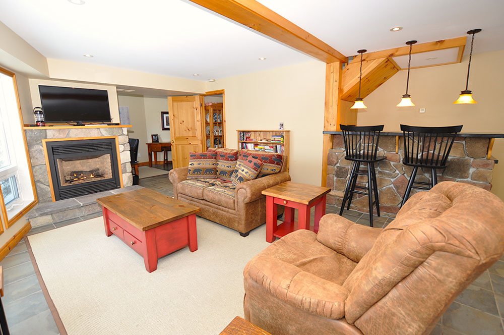 Enjoy-a-cozy-fire-in-the-lower-rec-room-with-wet-bar