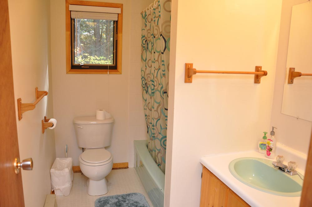 11-Upper Level bathroom 4pc