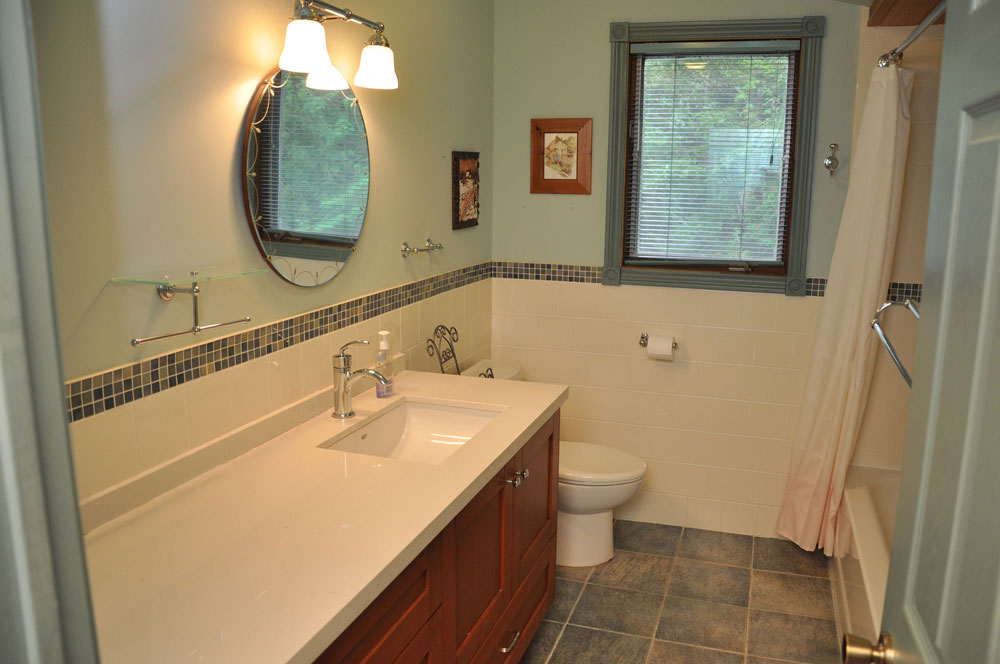 16-Bathroom-4pc-upper-level