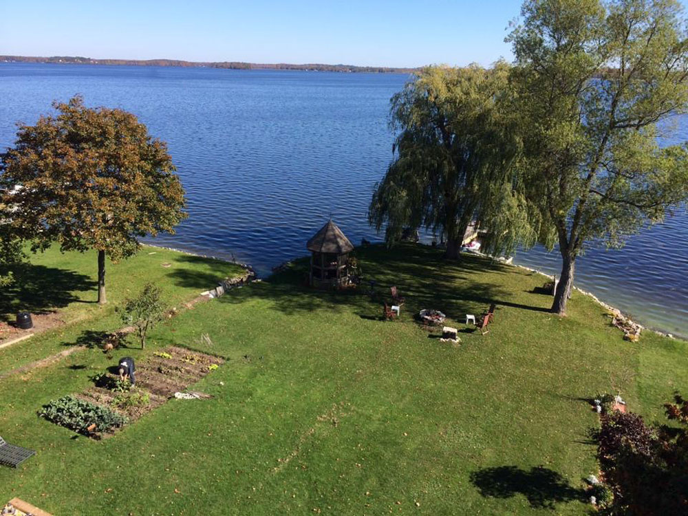 Kawartha Cottage - Pigeon Lake - Kotedza Lago - Aerial view of the waterfront area