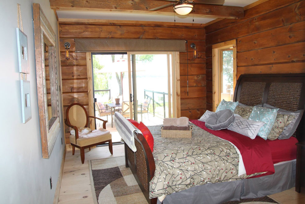 Kawartha Cottage - Pigeon Lake - Kotedza Lago - Bedroom 2 - Main floor walk out - Queen