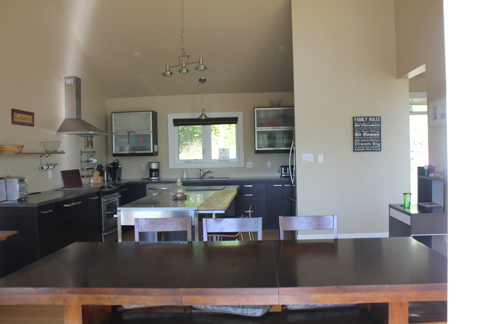 6 View of dining area and kitchen