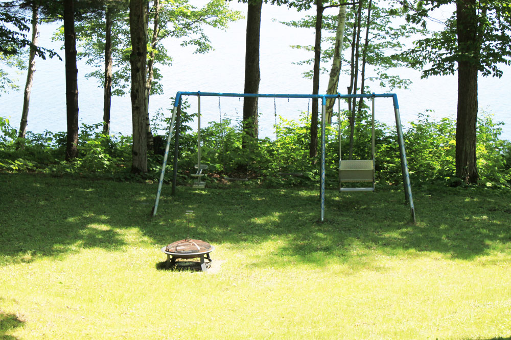 21-Outdoor-fire-pit-and-swing-set