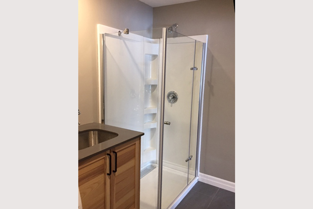 19 -Lower-level-shower-and-laundry-room