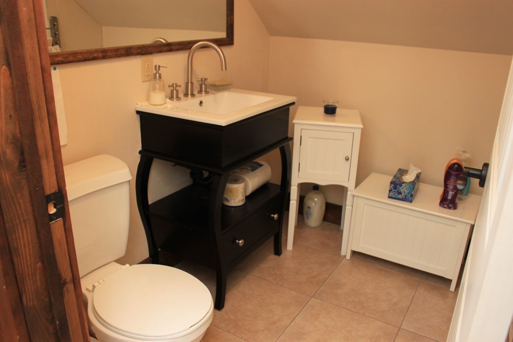 16 Bathroom---4-piece---Upper-level