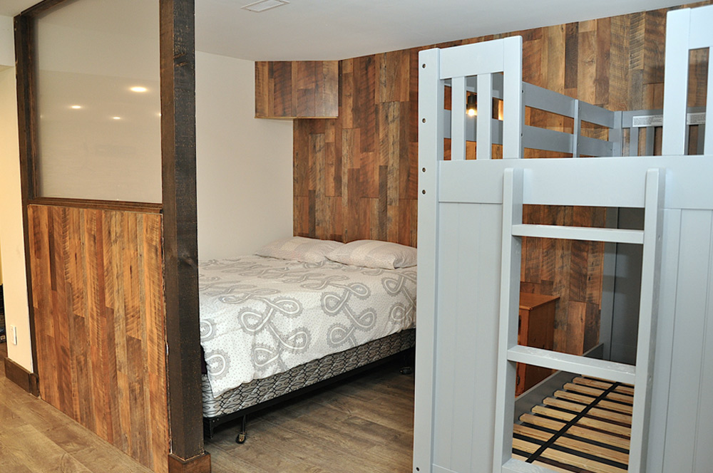 47 Queen-bed-and-single-bunk