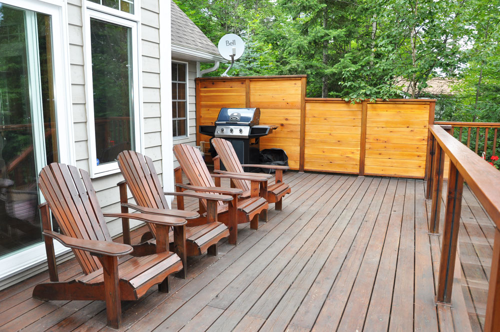 25-Lakeview-deck-off-the-kitchen