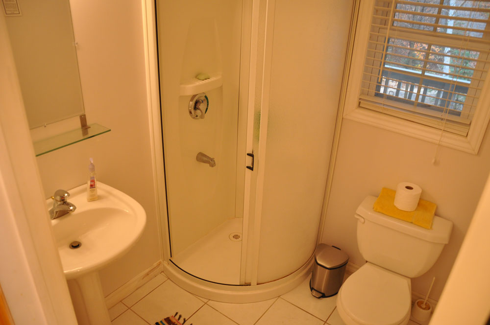16-Main-floor-bathroom-2