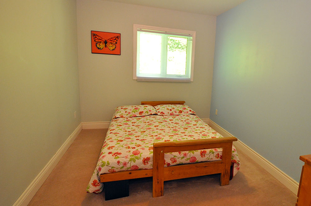 13 Bedroom-futon-