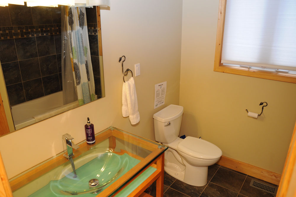 13 Bathroom---4-piece---Main-floor